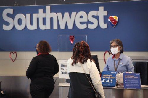 Senators demand airlines offer refunds, extend expiration dates of pandemic vouchers