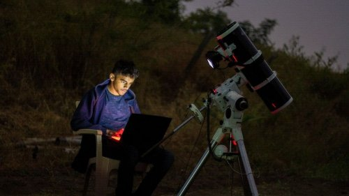 This 16-year-old Star Trek-Star Wars fan from Pune has captured epic, viral image of Moon