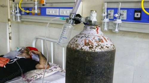 Govt bans oxygen supply for industrial purposes except in 9 industries in view of Covid spike