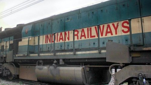 Rs 500 fine for not wearing mask on trains, railway premises, says Railways
