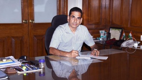IAS officer Iqbal Chahal, BMC chief & Mumbai's Covid hero, was once shunted out by Modi govt