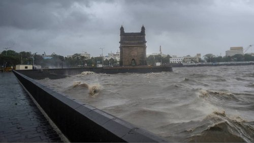 Viral video of parts of Trident Mumbai collapsing due to cyclone Tauktae is actually from Saudi