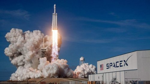 Rockets emit 100x more CO₂ per passenger than flights – imagine a space tourism industry