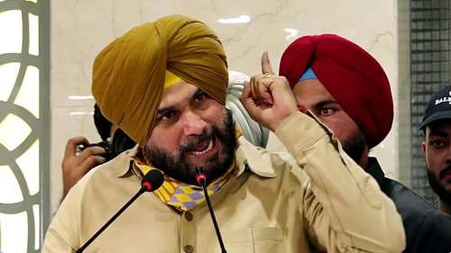 Punjab Congress in a bigger mess as Sidhu quits as party chief, Amarinder says 'I told you so'