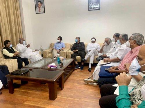 '#United': Rahul, 14 Oppn Parties Meet to Strategise Parliament Proceedings