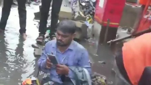 Shiv Sena MLA Dumps Garbage on Man for Not Getting Drains Cleaned