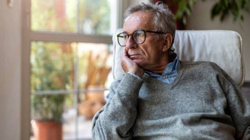Unable to Grasp Tech, Elders More Lonely in the Pandemic : Study