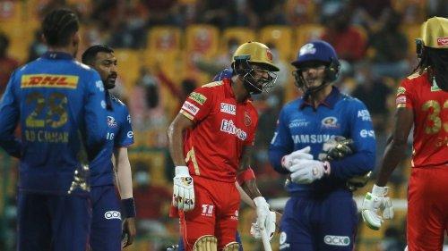 'Sportsmanship at It's Best': Rohit & Krunal's Gesture Wins Over Internet