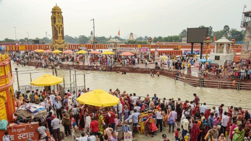 Flouting COVID Norms, Hundreds Gather in UP's Hapur for Ganga Dip