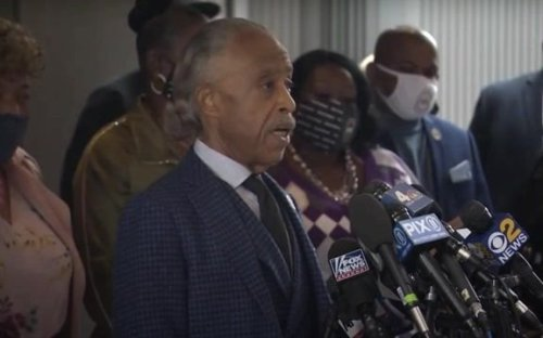 Rev. Sharpton speaks about former officer Kim Potter's manslaughter charge & difference between weight of taser and gun.