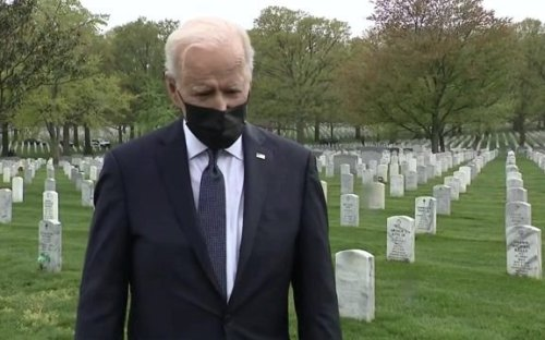 Pres. Biden visits section 60 of Arlington National Cemetery, where Americans killed in Afghanistan & Iraq are buried.