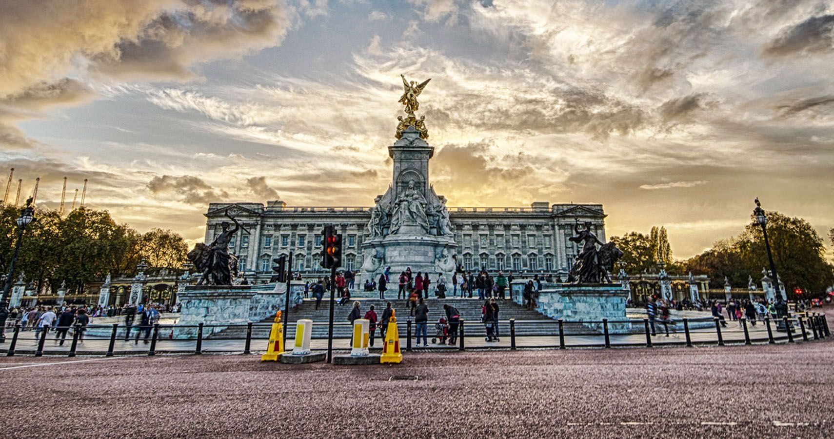 Inside The Secret Rooms Of Buckingham's Palace & Other Luxury Real Estates