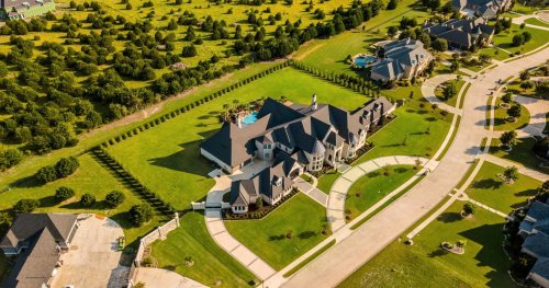 3 Luxury Homes Of Howard Stern, Inside The Extravagance