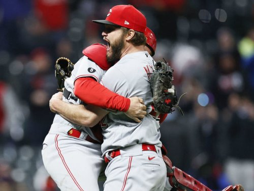 Wade Miley throws season's 4th no-hitter, Reds' 17th in history