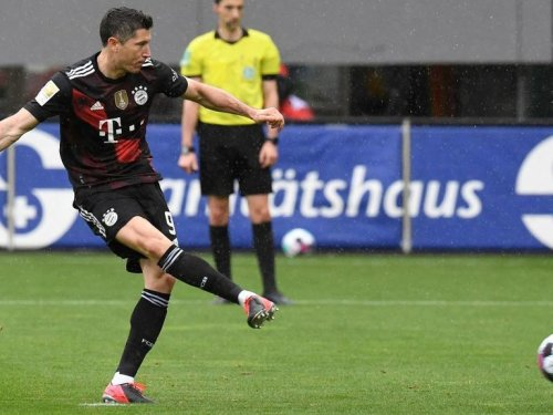 Lewandowski scores 40th goal to equal Bundesliga single-season record