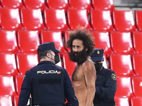 Streaker hid in stadium for 14 hours before Granada vs. United match