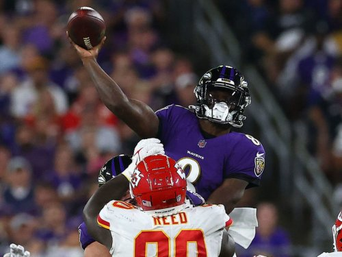 Lamar dazzles as Ravens hold off Chiefs on SNF