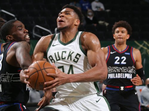 Giannis helps Bucks down 76ers in battle of conference heavyweights
