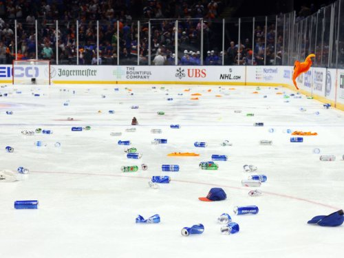 Islanders fans litter ice with empty cans in potential last game at Coliseum