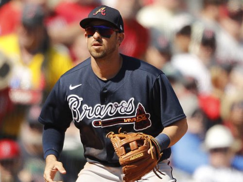 Braves' Kazmar returns to MLB for 1st game in nearly 13 years