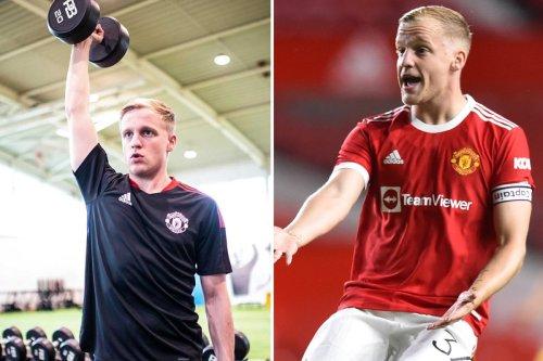 Man Utd stars impressed by Donny van de Beek's body transformation
