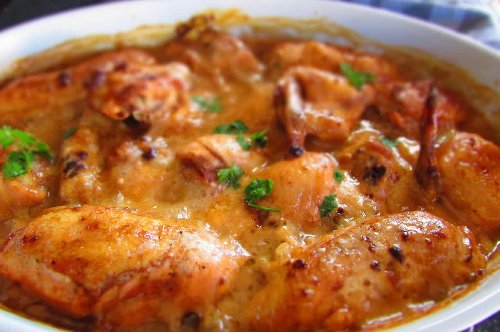Oven-baked chicken smothered in thick chutney-mayo sauce
