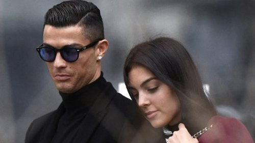 Cristiano Ronaldo's girlfriend pregnant with TWINS!