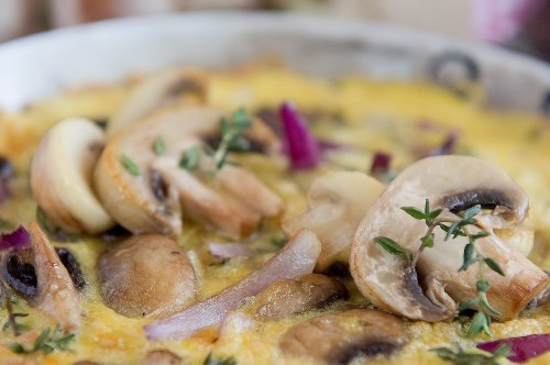 Sweet potato frittata with red onion and button mushrooms