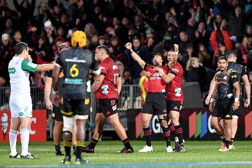 Richie Mo'unga sparkles as Crusaders claim Super Rugby Aotearoa crown