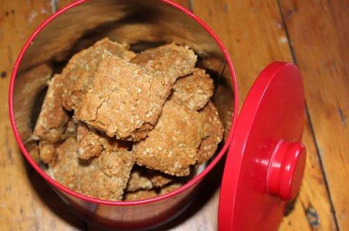 Golden Oat Crunchies - Classic teatime snacks