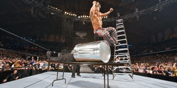 10 Non-Finishing Moves That Always Make Fans Pop