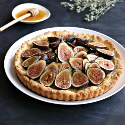 A Delicious Fresh Fig and Honey Tart Recipe