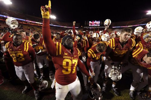 College Football World Reacts To End Of Texas-Iowa State Game