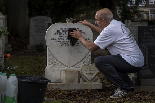 Meet the Sheffield grandfather who quietly devotes his time to cleaning graves around city cemeteries