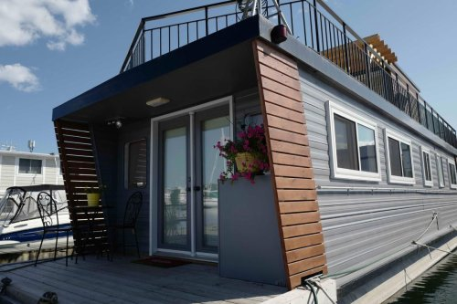This houseboat is one of the cheapest homes for sale in Toronto. The problem? No one's willing to insure it