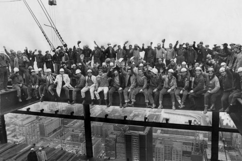 Don't look down! The inside story of a stomach-dropping photo atop one of Toronto's first skyscrapers
