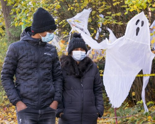 Hand-washing, no yelling 'trick-or-treat': Quebec offers up pandemic Halloween rules