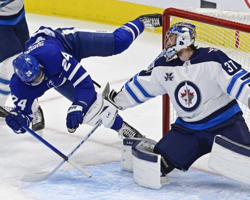 Jets' stars shine bright in 5-2 win over Leafs