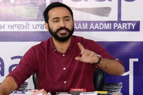 Government should regularise teachers who have been working on contractual basis for last 20 years: AAP