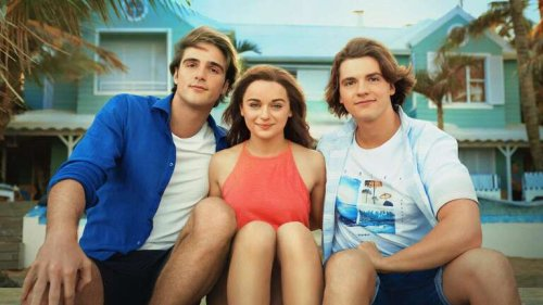 What's Coming to Netflix in August 2021, Including 'The Kissing Booth 3' and '30 Rock'