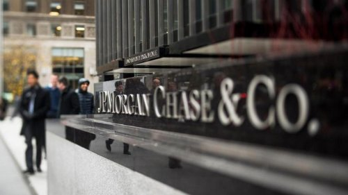 JPMorgan Chase Eases; CEO Reportedly Warns of Trading-Revenue Drop