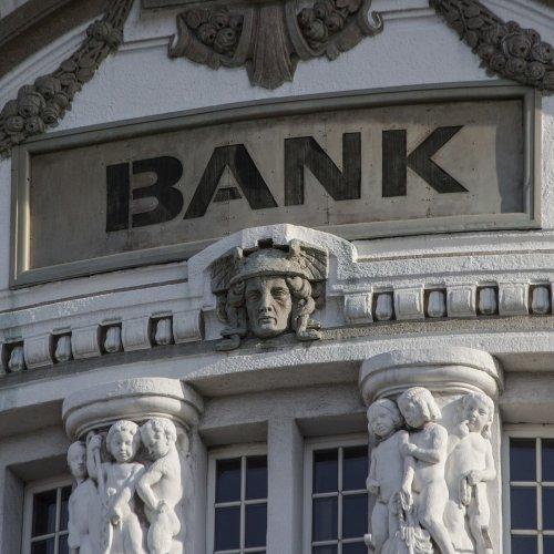 7 Best Financials Sector Dividend Stocks