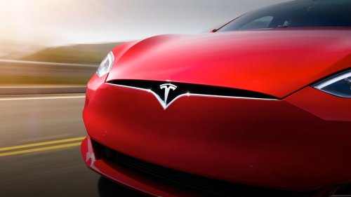 Electric Vehicle Checkpoint: Tesla Under Pressure as Stock Slides