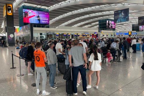 Heathrow passengers queue for '3 HOURS as 'e-gates break' on summer getaway