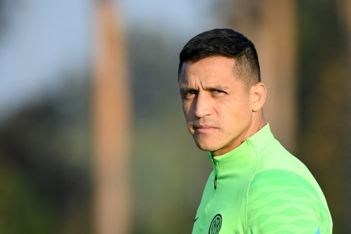 Alexis Sanchez wanted by Everton with Cenk Tosun to be offered in swap deal