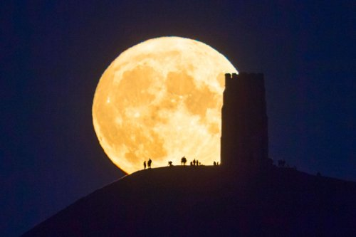 Can the Full Moon affect my mood and sleep?