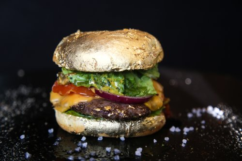 Burger covered in 24-carat gold to rival Salt Bae up costs eye-watering £135.95