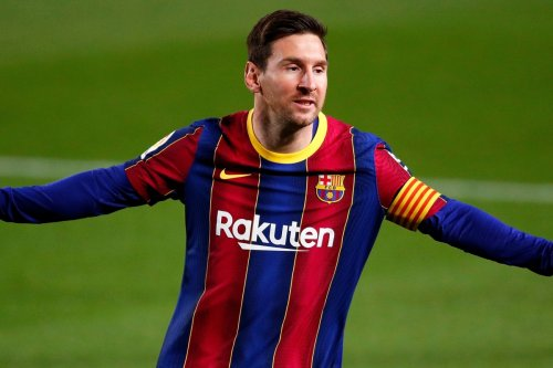 Messi accepts two-year Barcelona extension and rejects free transfer again