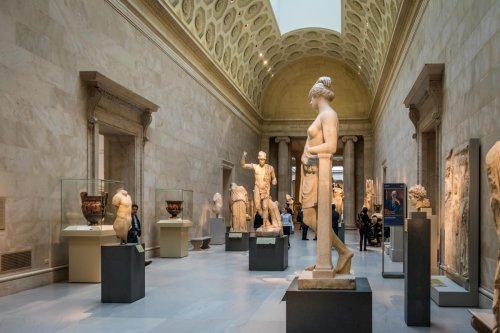 Where is the Metropolitan Museum of Art and how can I take a virtual tour?