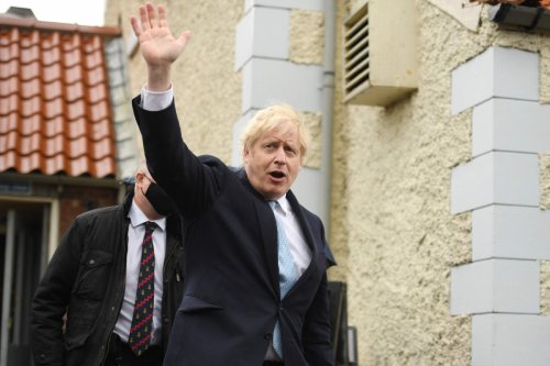 PM to approve plans for hotels to reopen & for pubs to serve food & drink inside